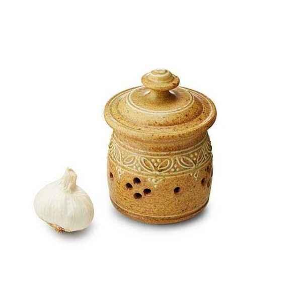 Storage conditions of garlic in a jar