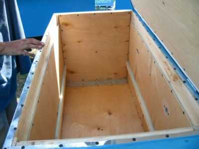 Plywood and Styrofoam Hive: Assembly