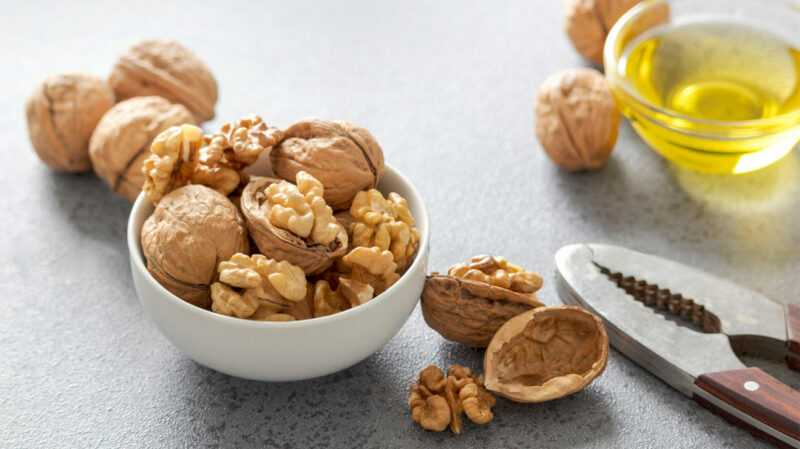 Walnut oil, Calories, benefits and harms, Useful properties