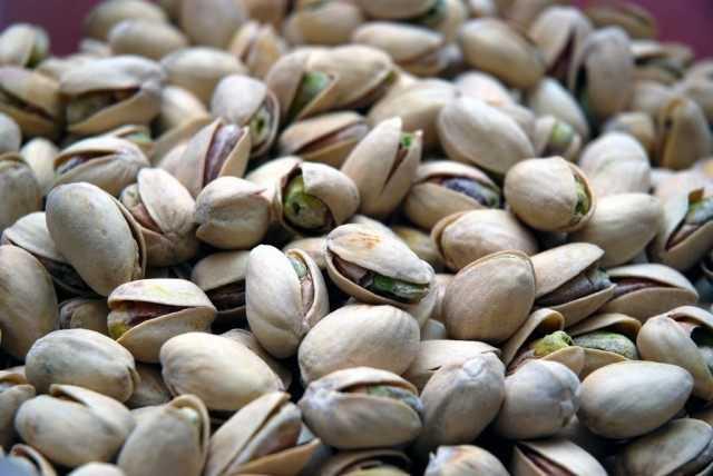 How do pistachios grow? – leaving