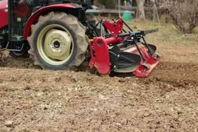 ジャガイモを処理するためのトラクターの種類とその使用
