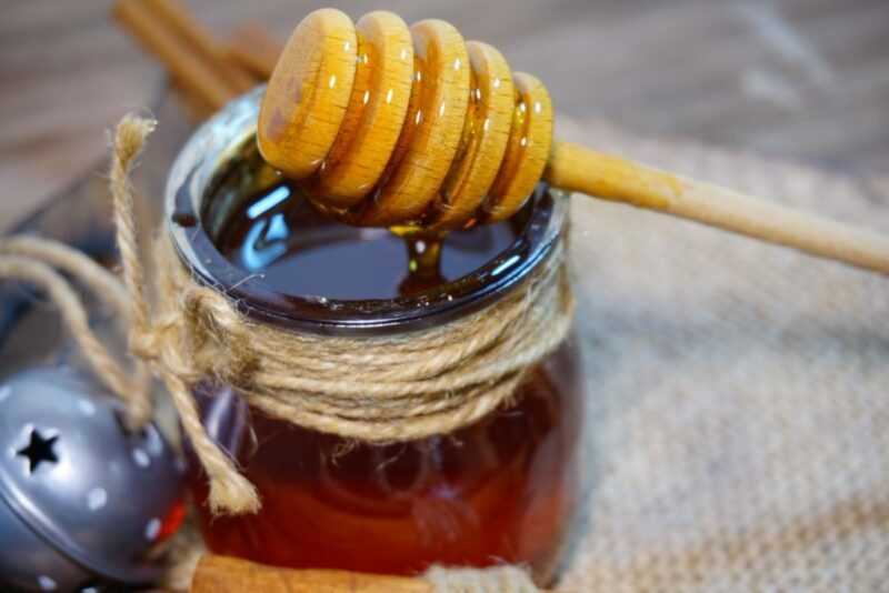 甘露蜂蜜-それがどのように見えるか、そしてそれがどのように異なるか