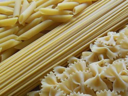 パスタ、麺 - パスタと麺の有用な性質と危険な性質、カロリー、利点と害、有用な性質